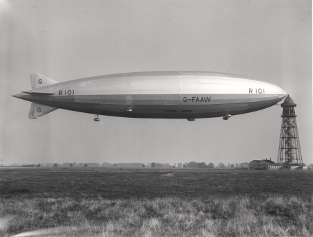 Photo of Airship R101 at its mooring mast at Cardington, about 1929